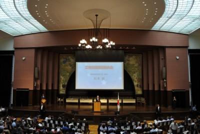 開会宣言をする松本純内閣府特命担当大臣