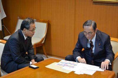 本会近藤会長(左) 細田幹事長代行(右)